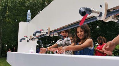 Wasstraten vergemakkelijken handen wassen op kamp