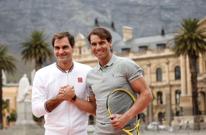 Roger Federer en Rafael Nadal voor hun wedstrijd in Kaapstad in februari dit jaar.