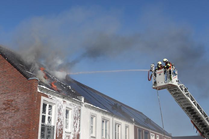 Ook bij zonnepanelen ontstaat steeds vaker brand.