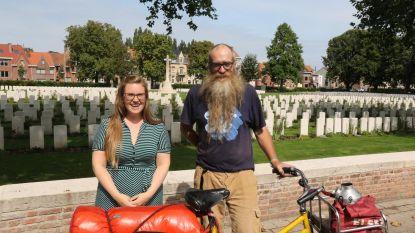 Met fiets naar alle 2.133 WOI-begraafplaatsen