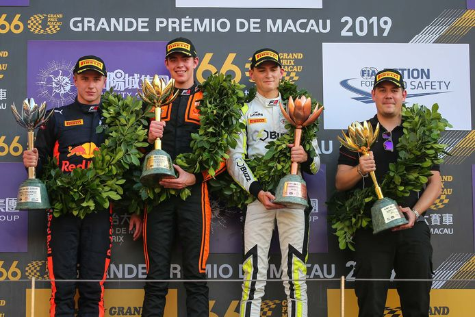 Richard Verschoor op het hoogste treetje bij de Grand Prix van Macau.