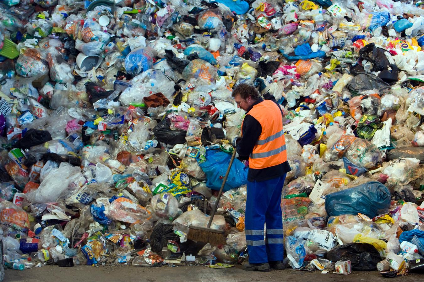 Een enorme berg ingezameld plastic.