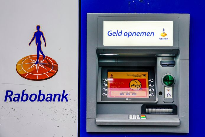 Vier tieners beroven man bij pinautomaat in Oosterhout