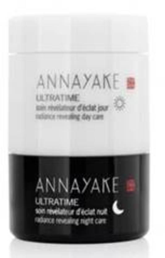 Soin révélateur d'éclat jour/ Nuit Annayake - Un programme complet qui associe un soin de jour et un soin de nuit pour booster la luminosité naturelle du visage - Prix: 129,90 euros.