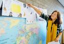 Juf Aletta van Pelt in haar klas van de SOL Admiraal school in Hendrik-Ido-Ambacht