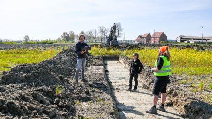 Archeologisch onderzoek sportpark Oostduinkerke zit erop, het is nu wachten op de resultaten. Hockeyterrein moet begin september klaar zijn
