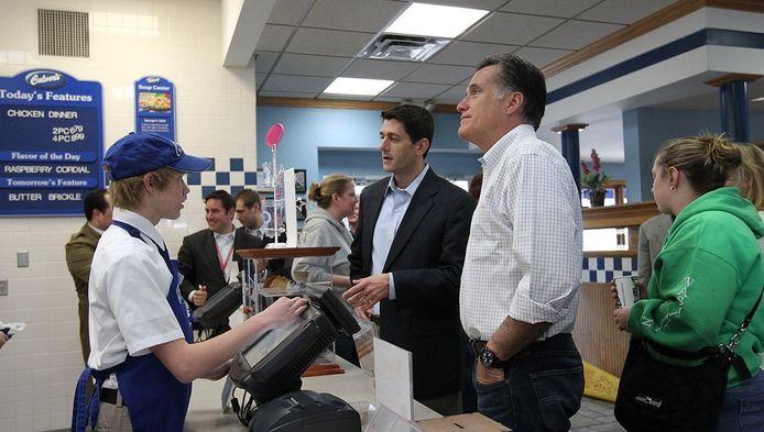 Mitt Romney op 1 april in een restaurant in Johnson Creek, Wisconsin.