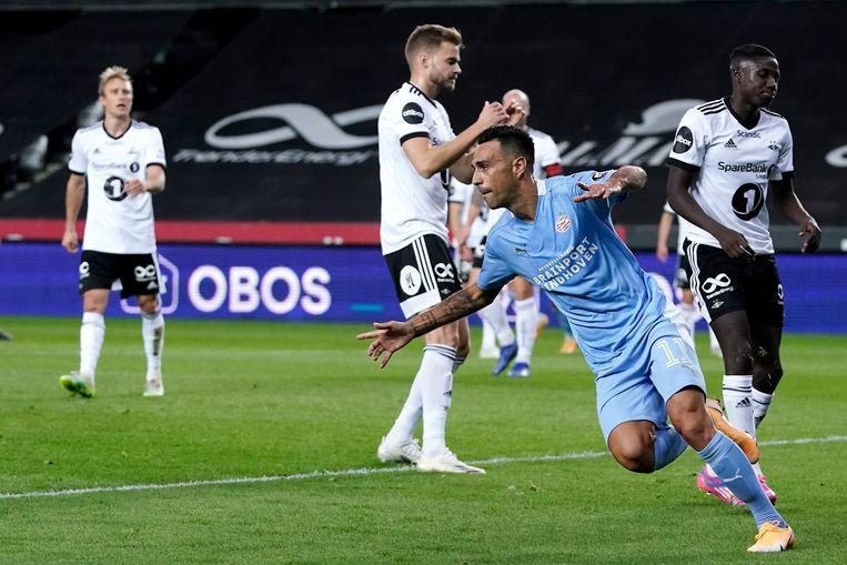 Eran Zahavi scoort bij zijn debuut voor PSV.  Beeld BSR Agency