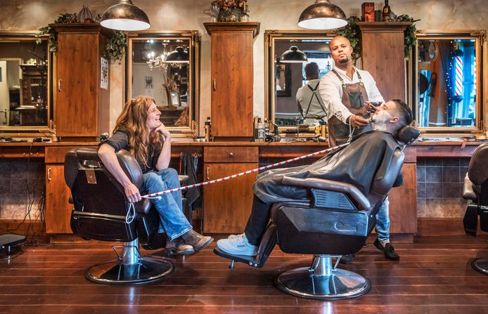 Haagse barbier Gerson Heiland van de Goudenregenstraat is bepaald geen saaie kapper.