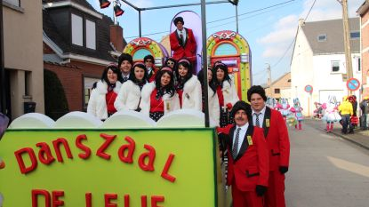 Carnavalisten LKV Special serveren varkensgebraad en vispannetje
