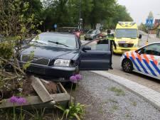 Auto gelanceerd op rotonde in Mijdrecht, bestuurder ernstig gewond