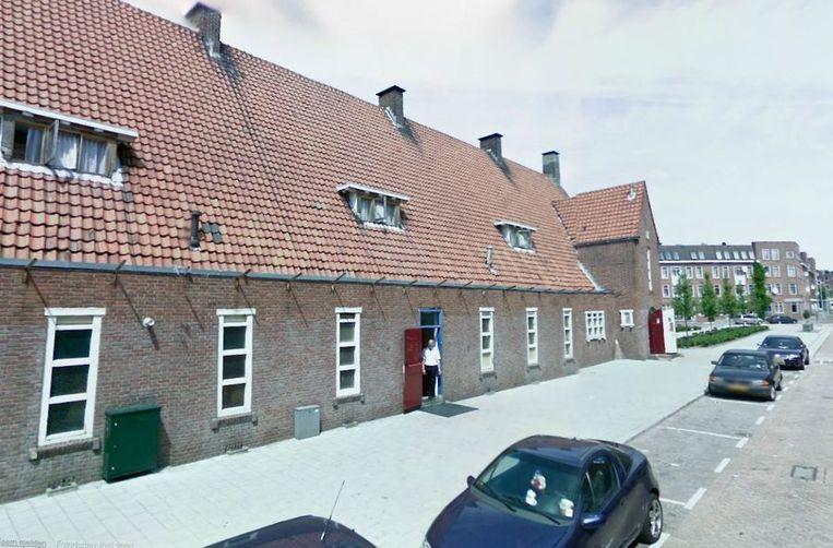 De moskee die gebruikt zou worden als illegaal internaat, in de Rotterdamse Polderstraat. Beeld Google Streetview