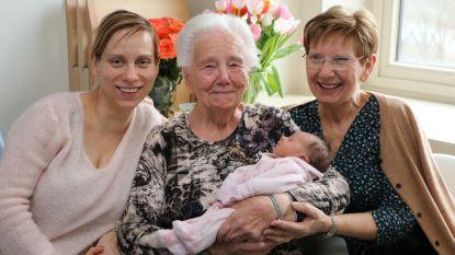 Trotse overgrootmoeder Marie-José Dekegel aan het hoofd van tweede vrouwelijk viergeslacht