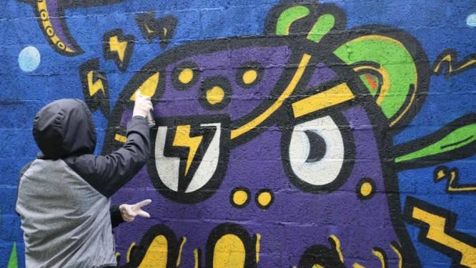 Jongeren van MPI en BuSO Oosterlo toveren muur aan parking Nieuwstraat met graffiti om tot kleurrijke onderwaterwereld