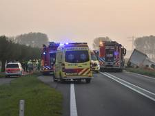 Personenauto botst tegen vrachtauto op Langeweg bij Axel