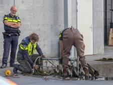 Politie valt woning Vinkeveen binnen