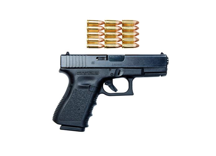 Een Glock 9 mm pistool, zoals ook in een Bestse tuin lag.