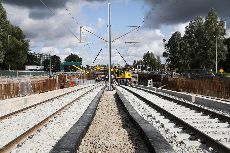 De Amstelveenlijn krijgt op de Beneluxbaan minder gelijkvloerse kruisingen.