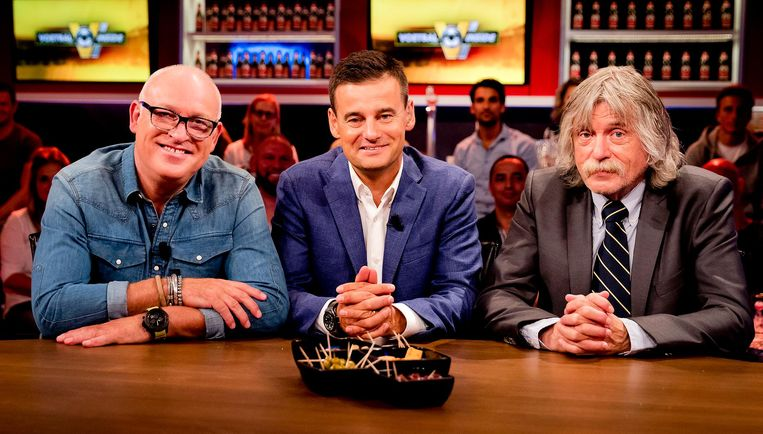 Rene van der Gijp, Wilfred Genee en Johan Derksen tijdens de uitzending van het RTL-programma Voetbal Inside. Beeld null
