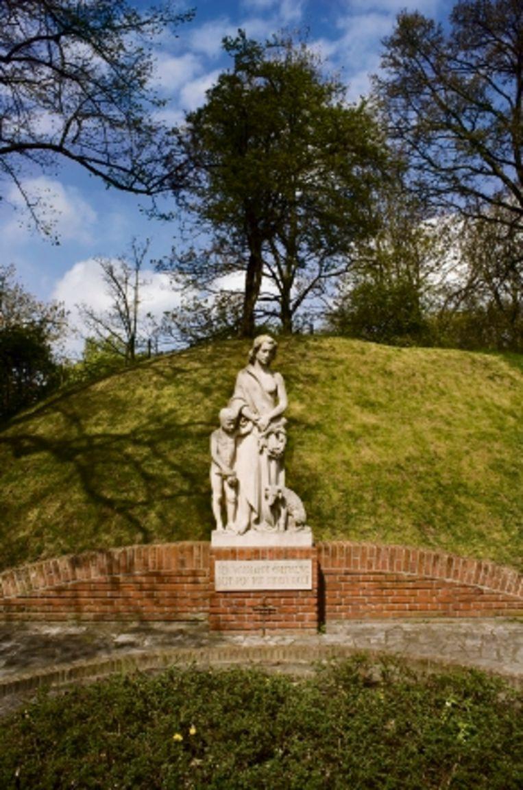 Monument op de voormalige schietbaan van het Fort De Bilt. (FOTO'S ROB HUIBERS) Beeld