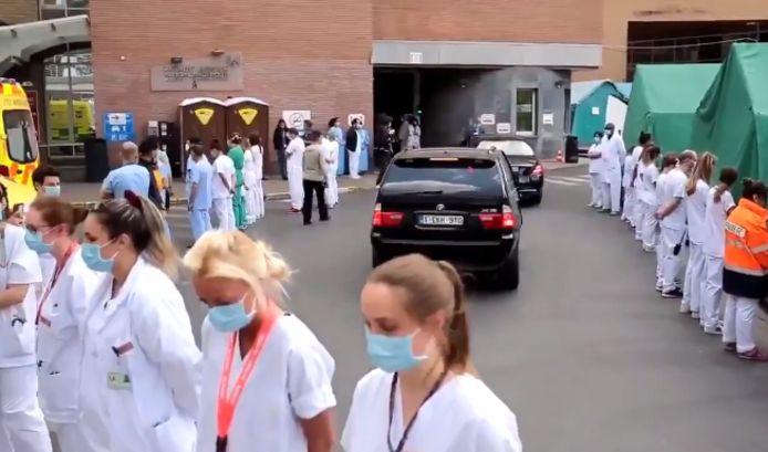 Le personnel soignant du CHU Saint-Pierre de Bruxelles a littéralement tourné le dos au convoi ministériel.