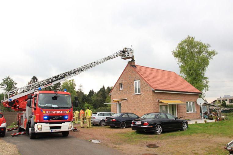 De brandweer had de schouwbrand snel onder controle.
