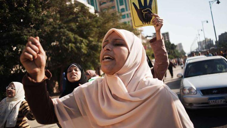 Egyptische pro-Morsi vrouwen protesteren in Cairo. Beeld afp