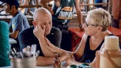 Staf Coppens wordt emotioneel tijdens reis met zijn mama Agnes