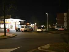 Politie omsingelt winkelcentrum Schelfhorst in Almelo: tien jongeren aangehouden
