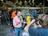 Tv-presentator Jochem van Gelder verrast corsoclubs tijdens kennismakingsbezoek
