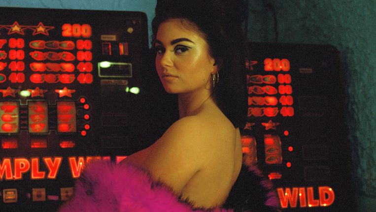 Roxeanne Hazes op de cover van In Mijn Bloed Beeld Lois Cohen