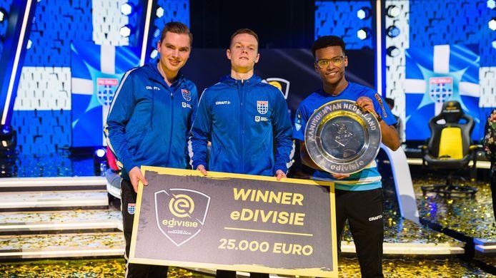 Tony Kok (midden) werd in februari van dit jaar Nederlands kampioen in Afas Live. Dit had hij volgens eigen zeggen nooit gered als hij de finale vanuit huis had moeten spelen.