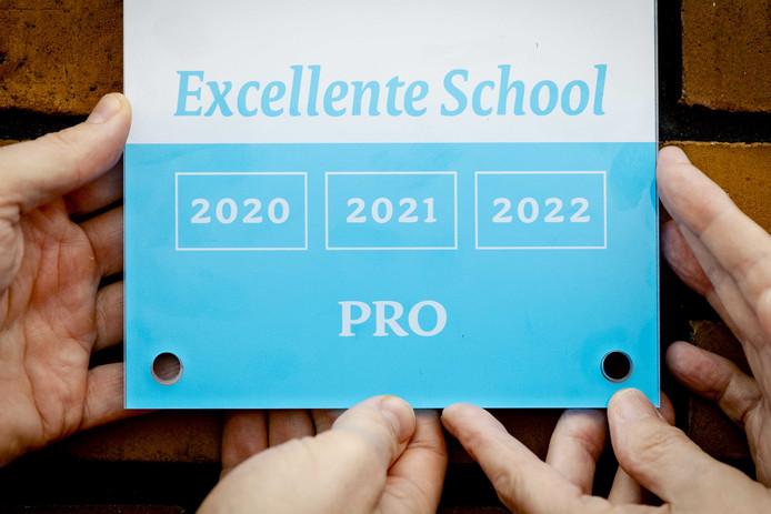Elk jaar vallen scholen in de prijzen als zij bijvoorbeeld uitblinken met een specifiek profiel.