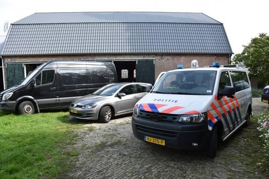 Aan de Boelenhamsestraat in Dodewaard werd dinsdag een drugslab ontmanteld.