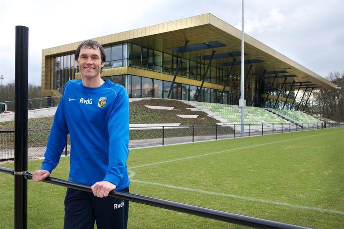 Raimond van der Gouw bij het trainingscomplex van Vitesse.