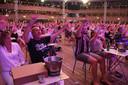 Wel meezwaaien, niet meezingen of dansen tijdens het concert van Danny Vera