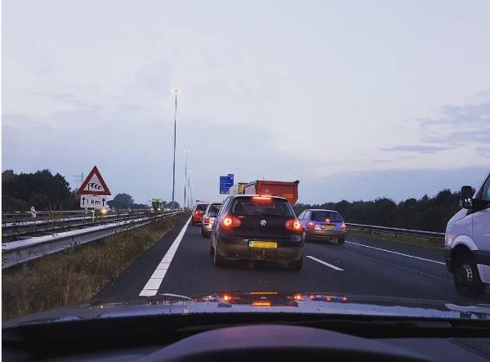 Beeld van de file op de A73 bij Cuijk.