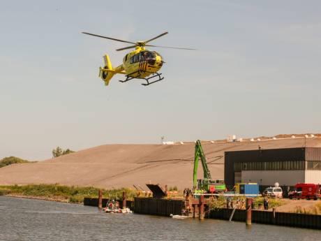 Zoekactie naar drenkelingen in Dordrecht gestopt: twee personen in zorgelijke toestand naar ziekenhuis