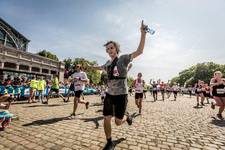 Sponsor Spa zal morgen 300.000 waterflesjes uitdelen tijdens de loopwedstrijd.