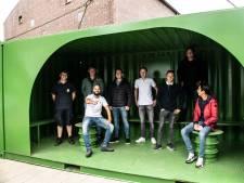 Chillen in een container: jongeren uit Beek hebben daar minder moeite mee dan Groesbeekse jeugd