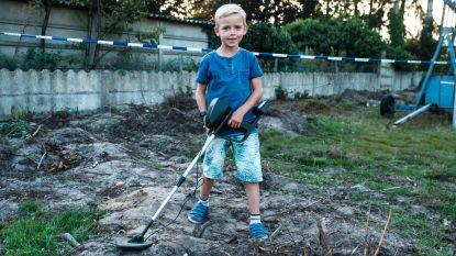"""Thomas (7) vindt gesneuvelde Duitse soldaat met metaaldetector van 40 euro: """"Ik hoop dat ik de helm mag houden"""""""