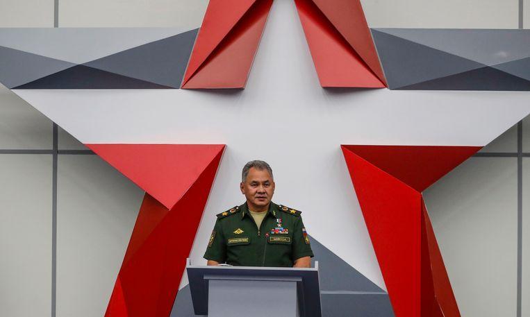 Minister van defensie Sergej Sjojgoe tijdens een wapenbeurs in 2018, waar hij een toespraak geeft.  Beeld EPA