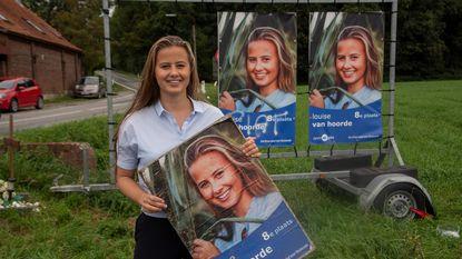 Campagnefoto's Louise worden systematisch vernield