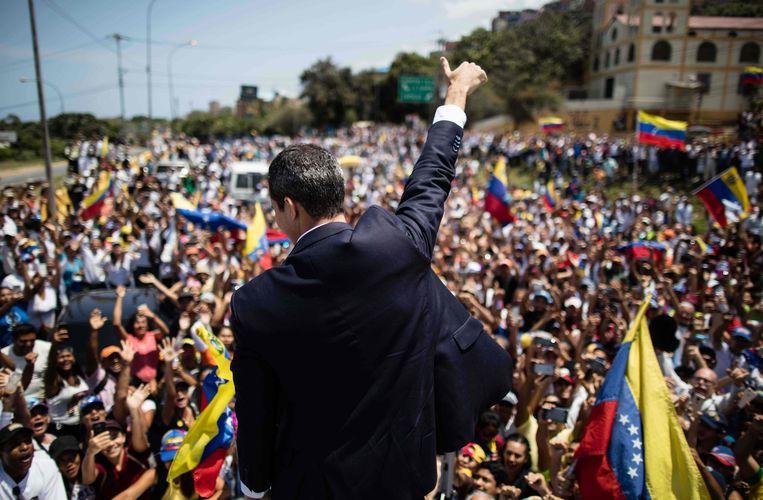 Interimpresident Juan Guaidó keerde maanden terug in Caracas waar hij door een juichende menigte werd ontvangen . Beeld AFP / JUAN GUAIDO'S PHOTOGRAPHY SERVICE