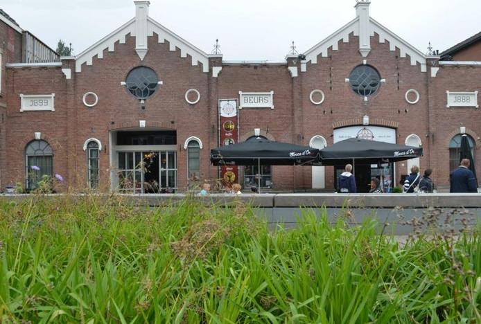 Centraal bij de dorpsquiz staat Schenkerij De Beurs