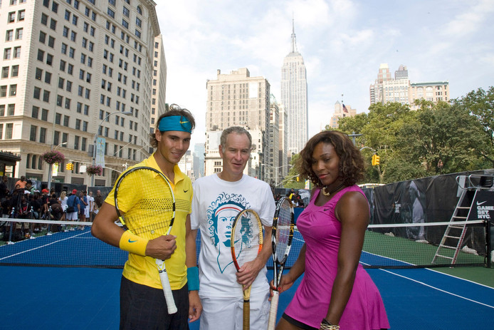 John McEnroe en Serena Williams mer Rafael Nadal in New York in 2009.
