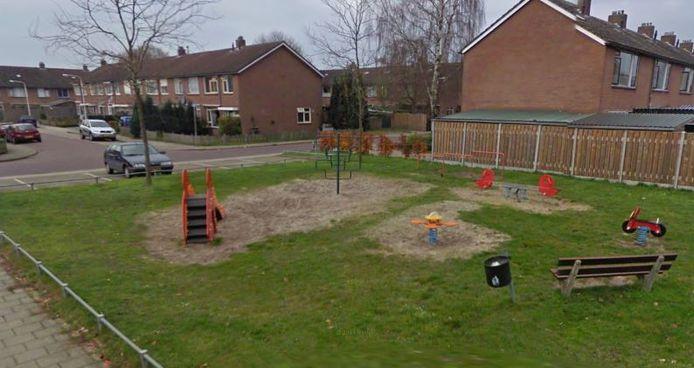 In de speeltuin aan de Rozenstraat in Westerhaar ligt mogelijk asbest.