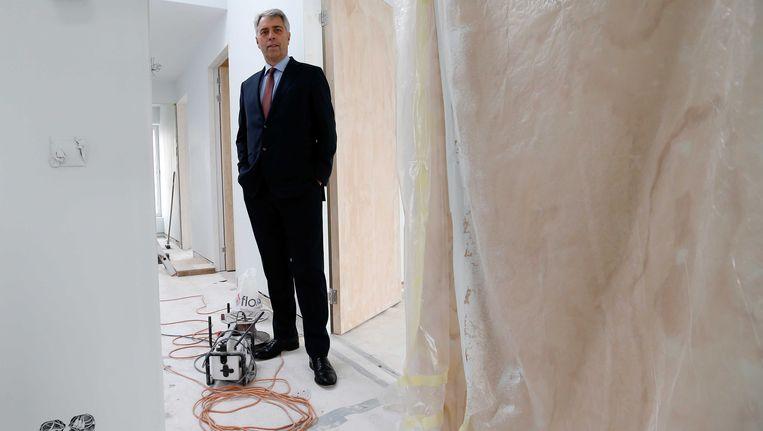 Triodos-topman Peter Blom in een woning in aanbouw. Beeld ANP
