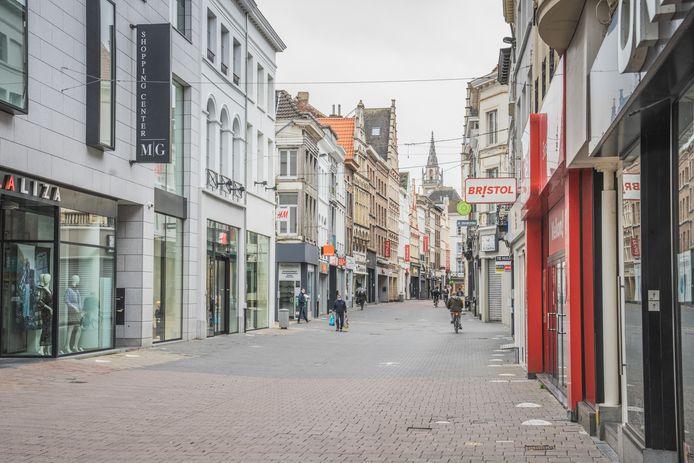 Partout dans le pays, les rues commerçantes sont désespérément désertes