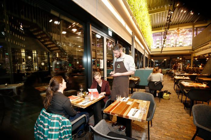 Compleet met hergebruikte materialen gebouwd: restaurant The Greenhouse in Utrecht.